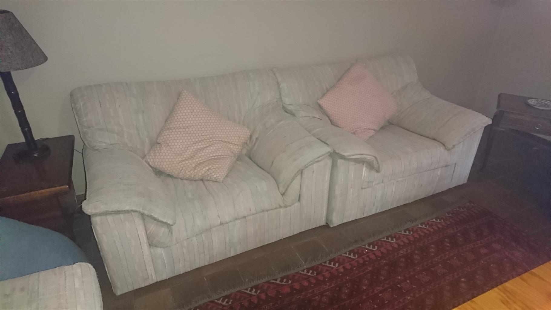 6 seater lounge suite.