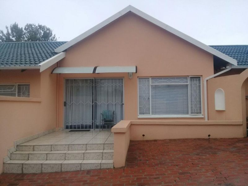 Northgate - Fully furnished 1 bedroom 1 bathroom cottage available R6000