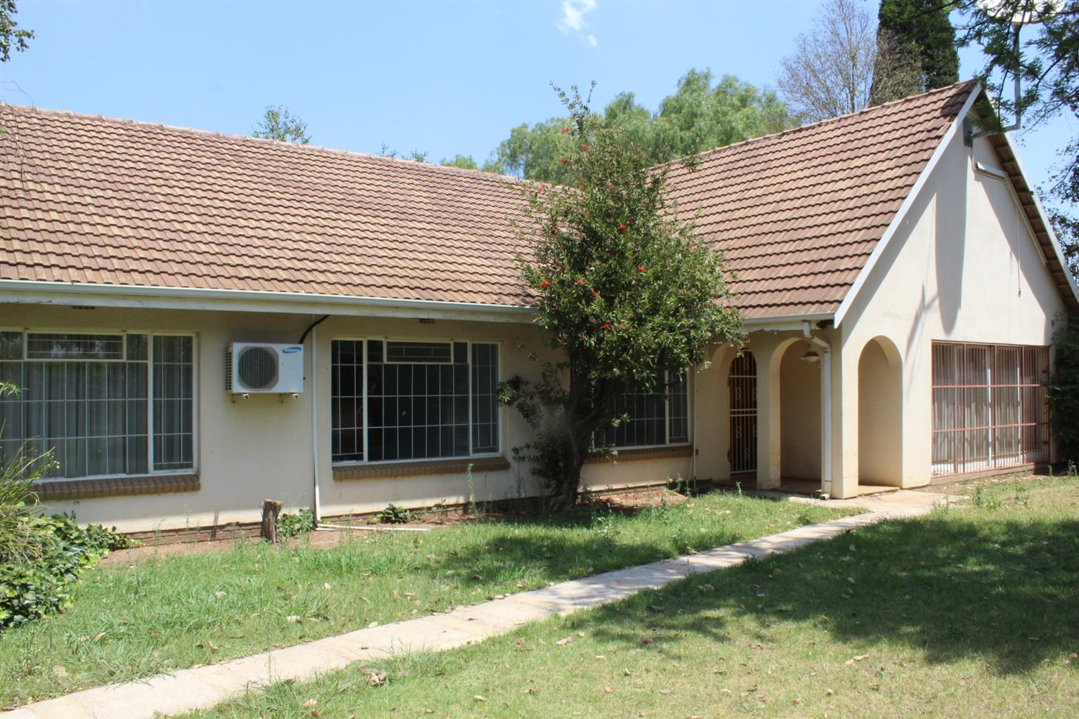 BENONI-1.5 Ha WITH VERY LARGE WORKSHOP.WAREHOUSE-4 BED DOUBLE STSORTEY HOME-R1.6 Ha (PUS VAT)