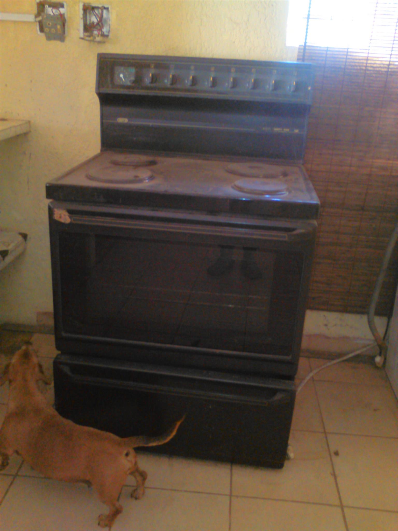 Kitchen 4 plate and Oven Stove