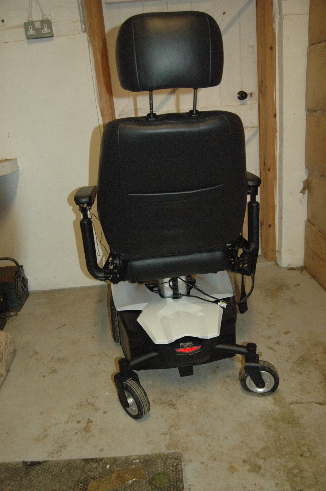 Electric wheelchair with Electric seat lift