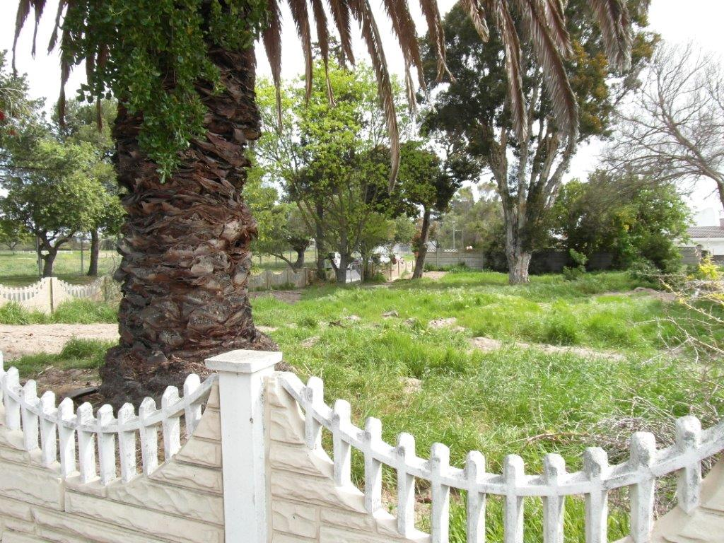 Parow North: 661sq Plot in residential area,view Table Mountain