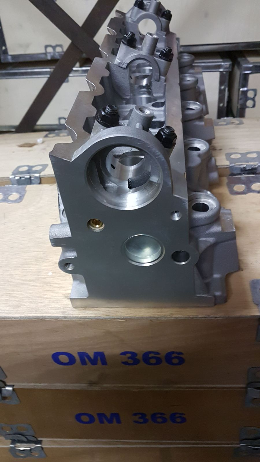 Peugeot 306 / 405 / 1.9 XUD9TE Cylinder Head for sale - new! Bare!