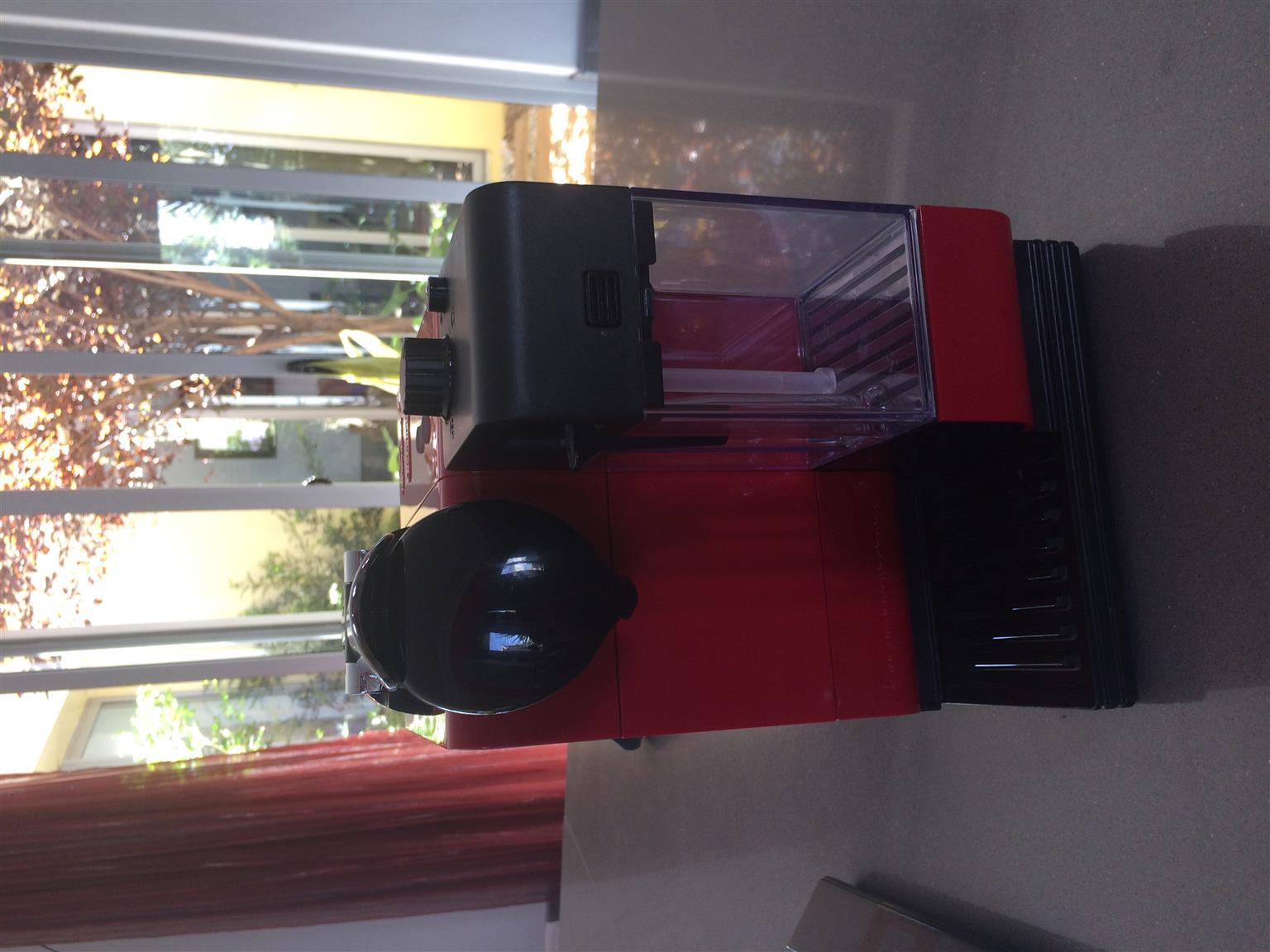 Nespresso Delonghi Machine