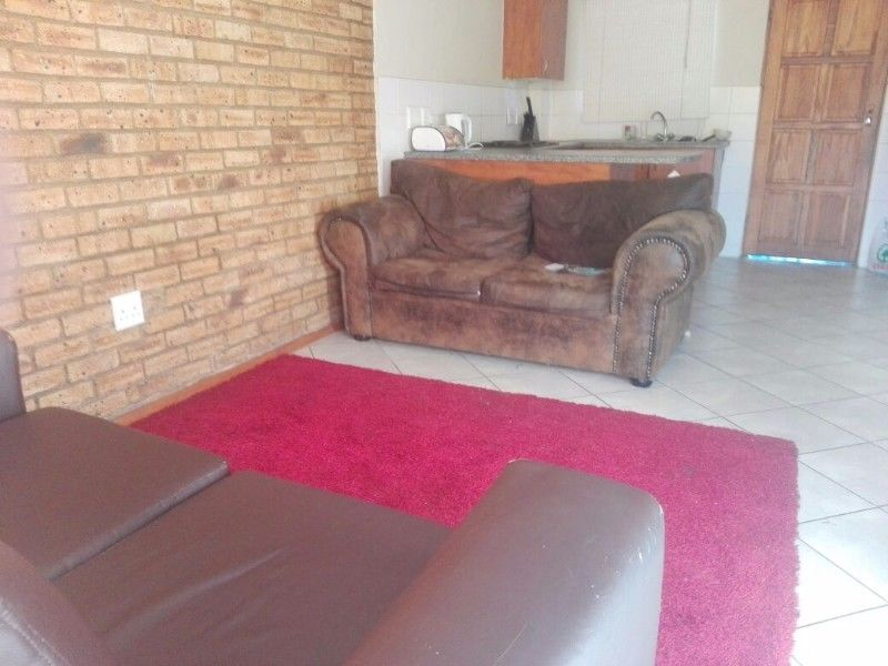 Spacious 2 Bedroom and big lounge suitable for sharing and for newly wedded family.