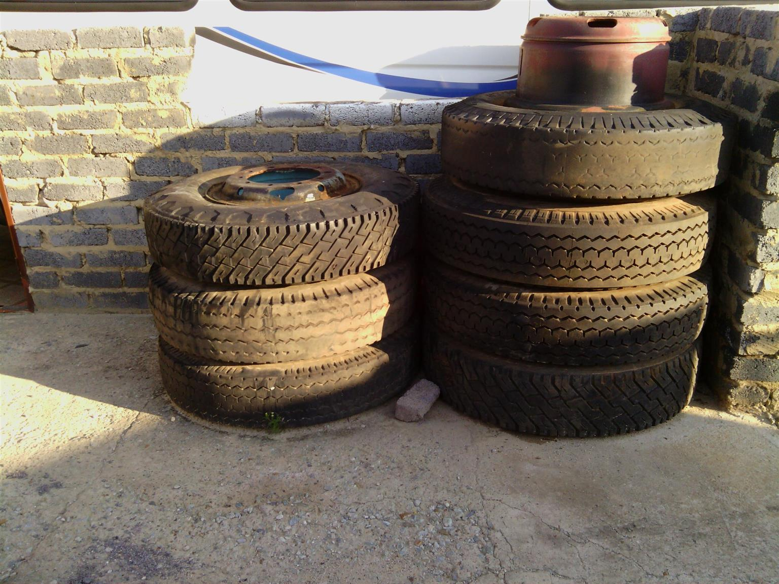 Truck recap tyres for sale