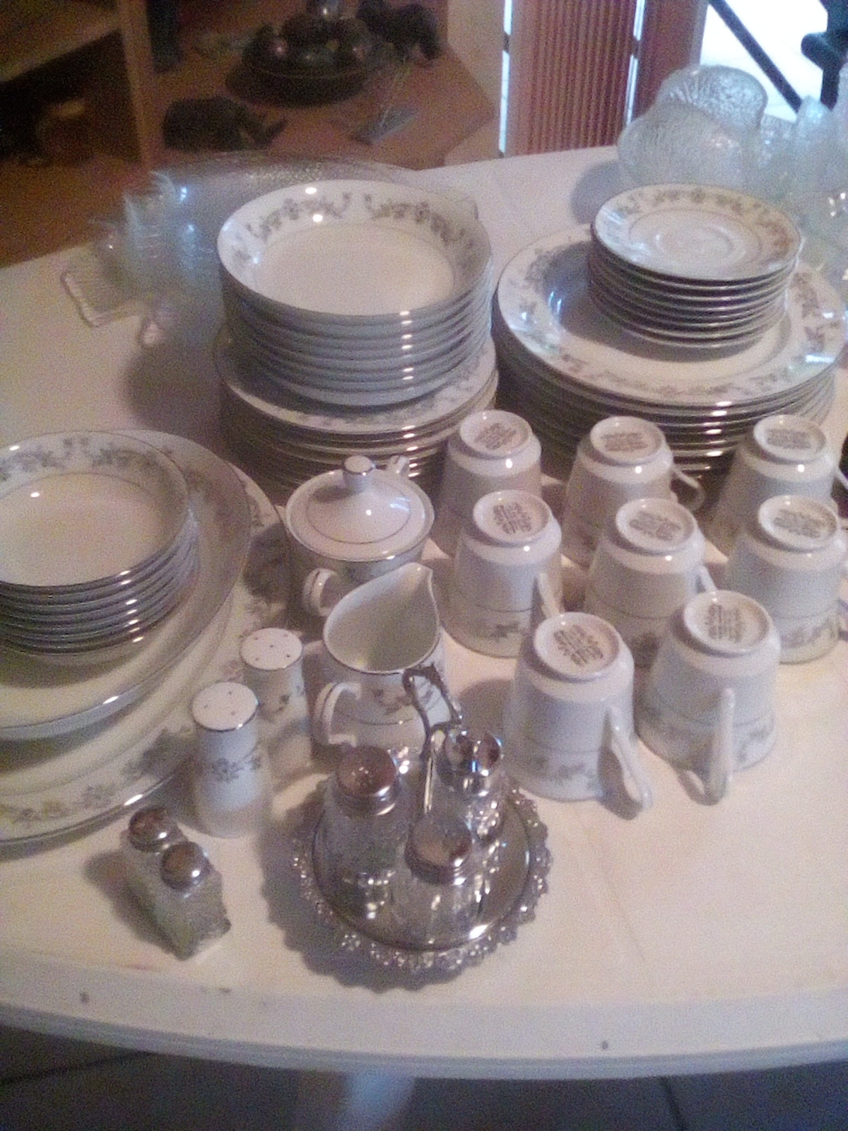 Dinner set for 8 people for sale