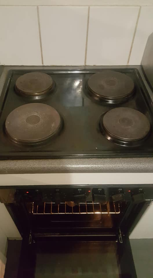 Fitted stove in good condition
