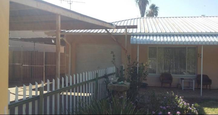 Huis te koop privaat R640 000 onderhandelbaar. Naudeville , Welkom Sakel Corrie: 082 560 5393 of René: 057 353 3284