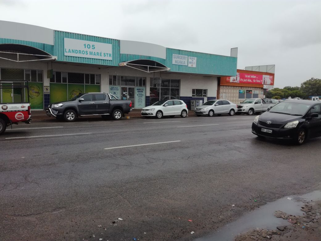 Retail shops space to let