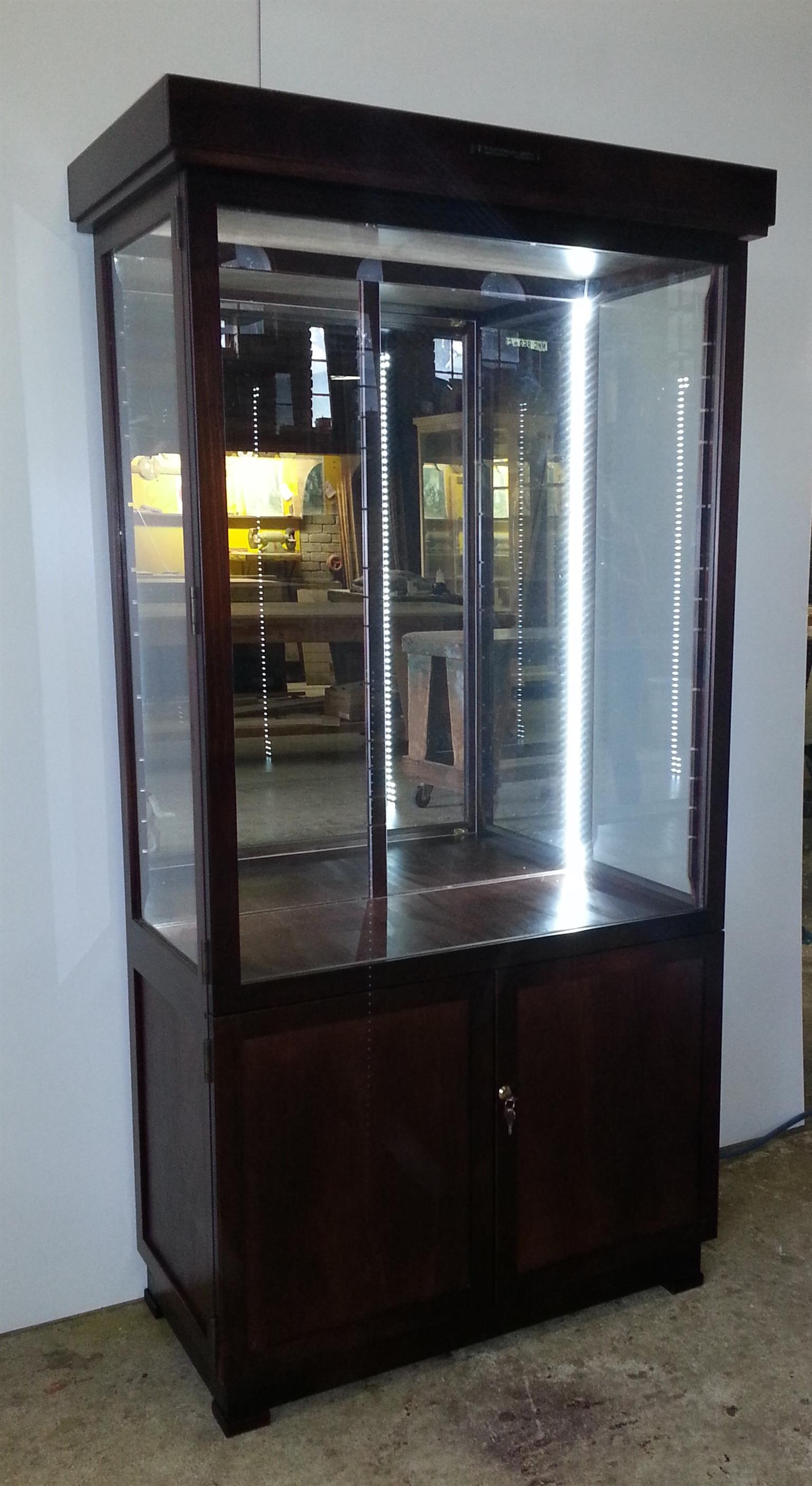 Vertoon Kaste /Display Cabinets  - Quality Custom made Cabinets , Best Prices !