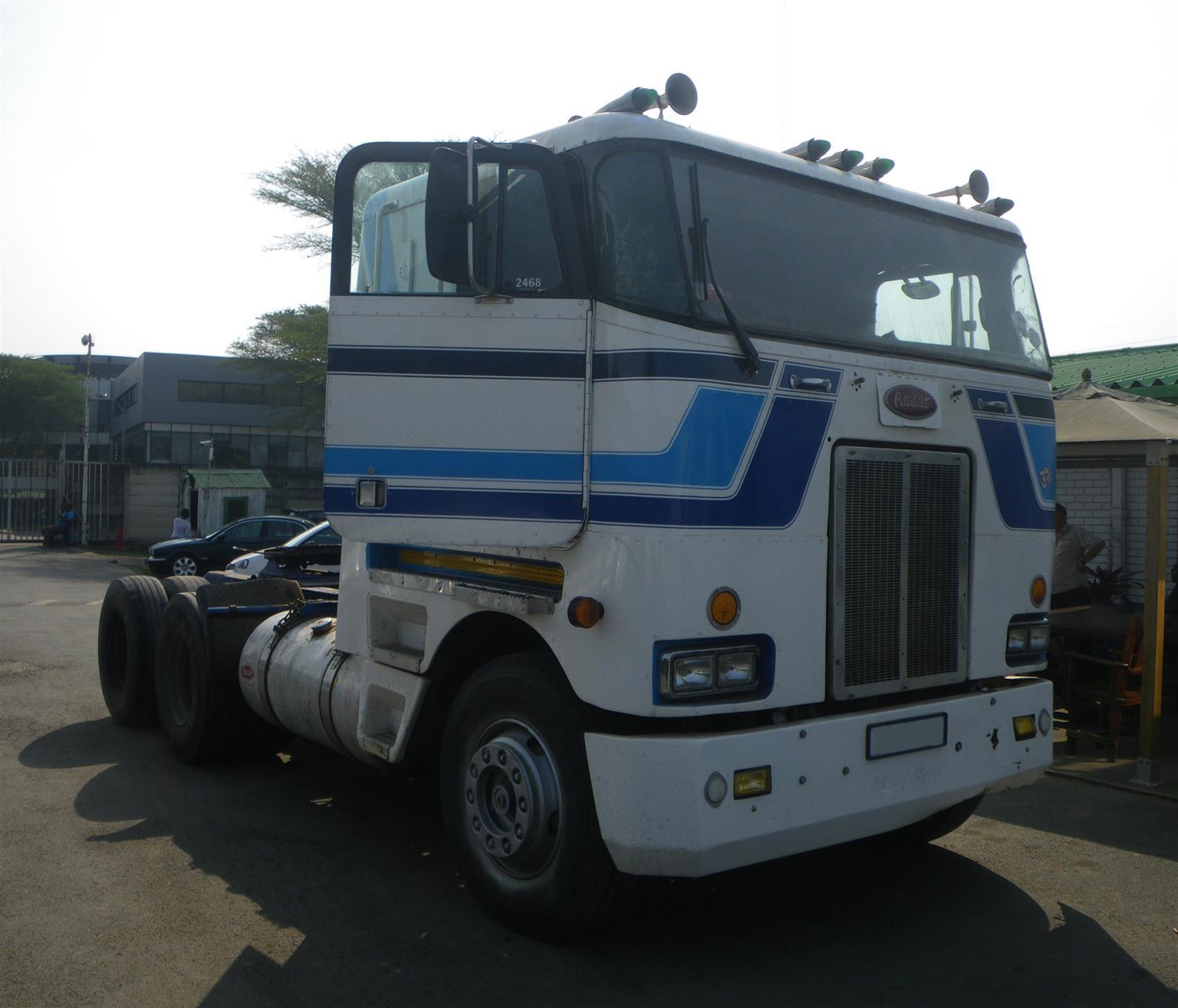 2000 Pieterbilt double diff truck tracktor - AA2481