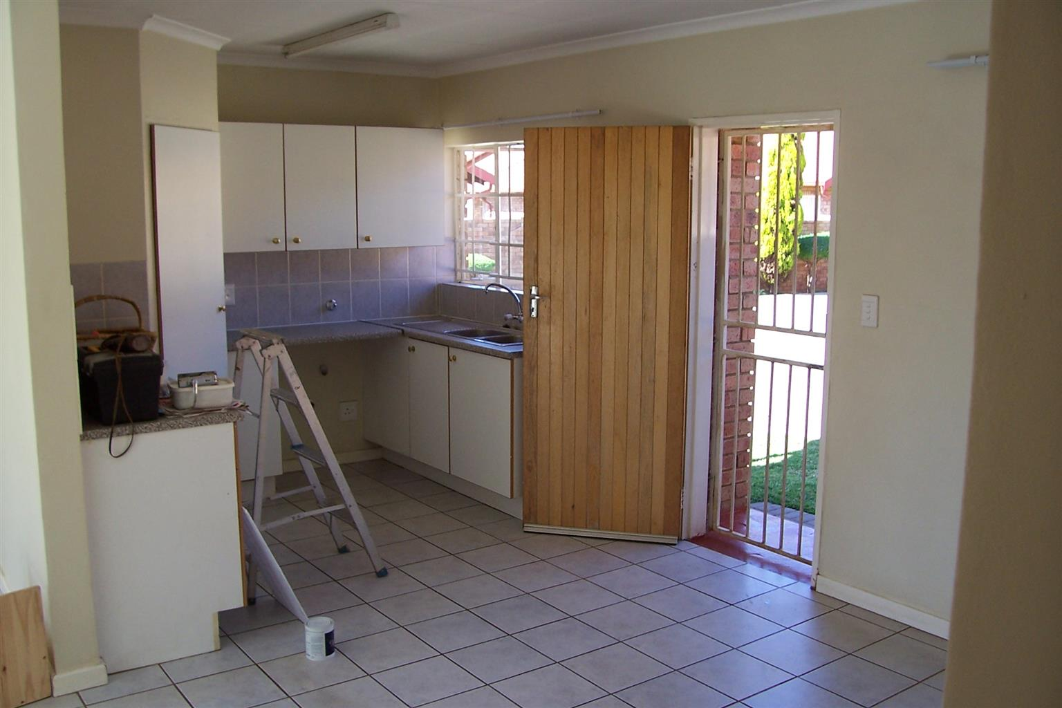 Rent only R5000 for December! Three bedrooms, two bathrooms townhouse to let in Centurion, Highveld