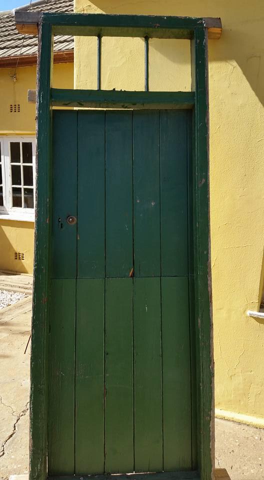Groen hout deur en kosyn