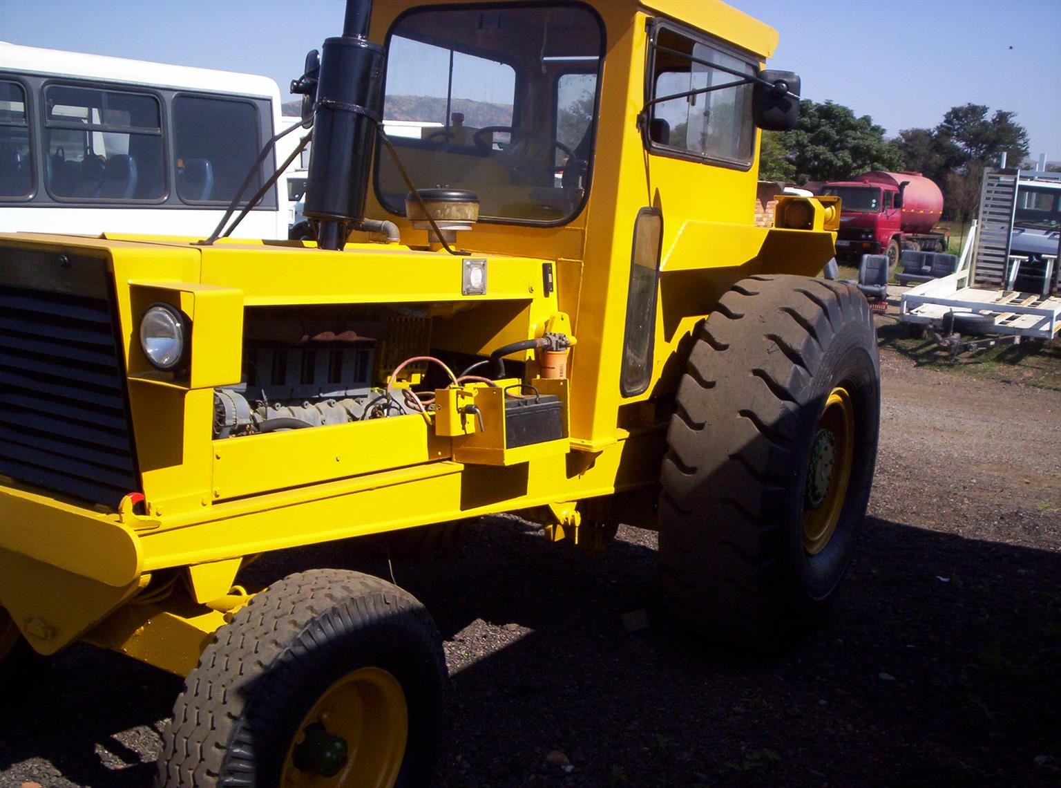 2013 REFURBISHED BELL HAULING TRACTOR.