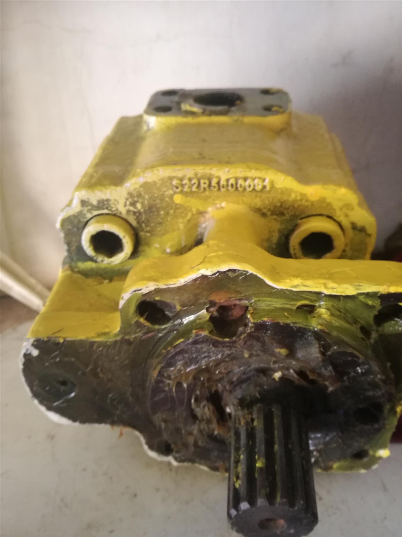 Komatshu D65 main hydraulic pump