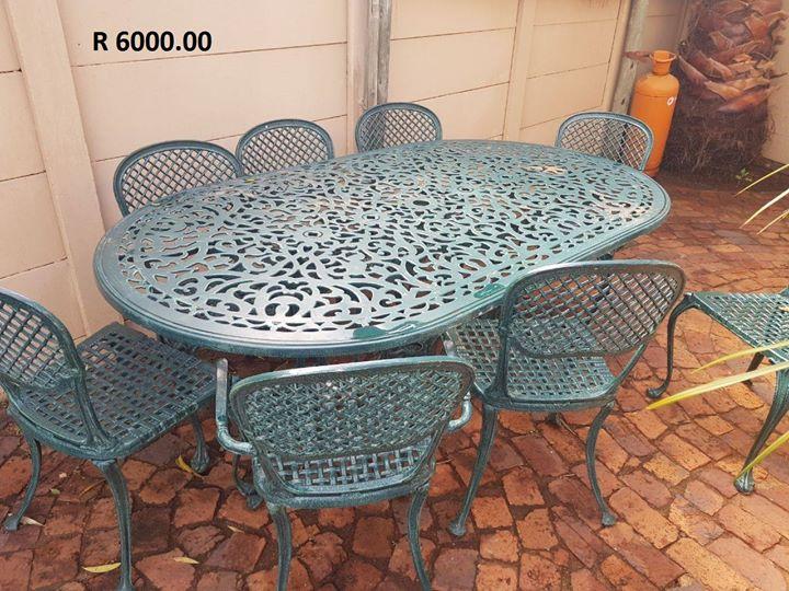 Green 8 seater patio set