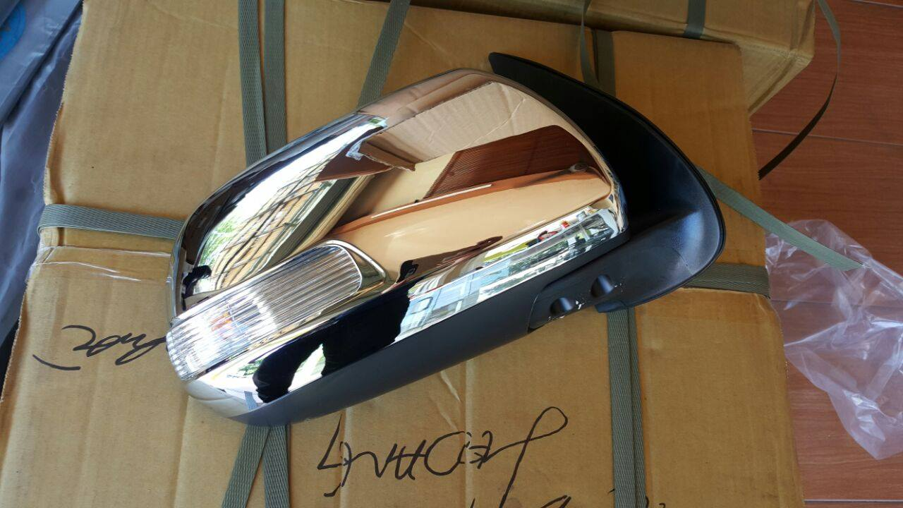 TOYOTA HILUX 2012/15  DOOR MIRRORS ELECTIC CHROME WITH INDIACTOR ELECTRIC FOLDING FORSALE PRICE R1950