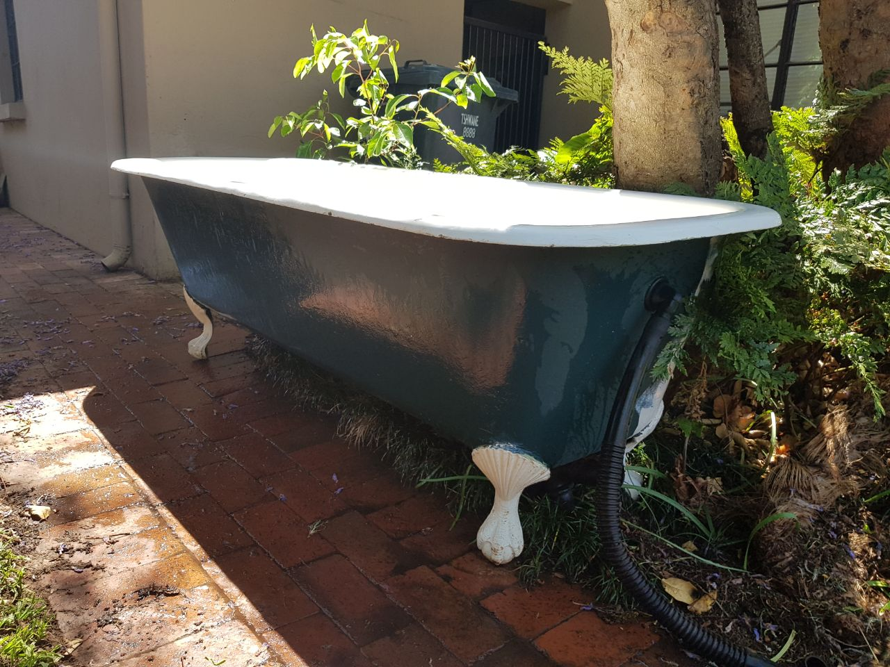 Re-enameld loose standing bath (as new) for SALE