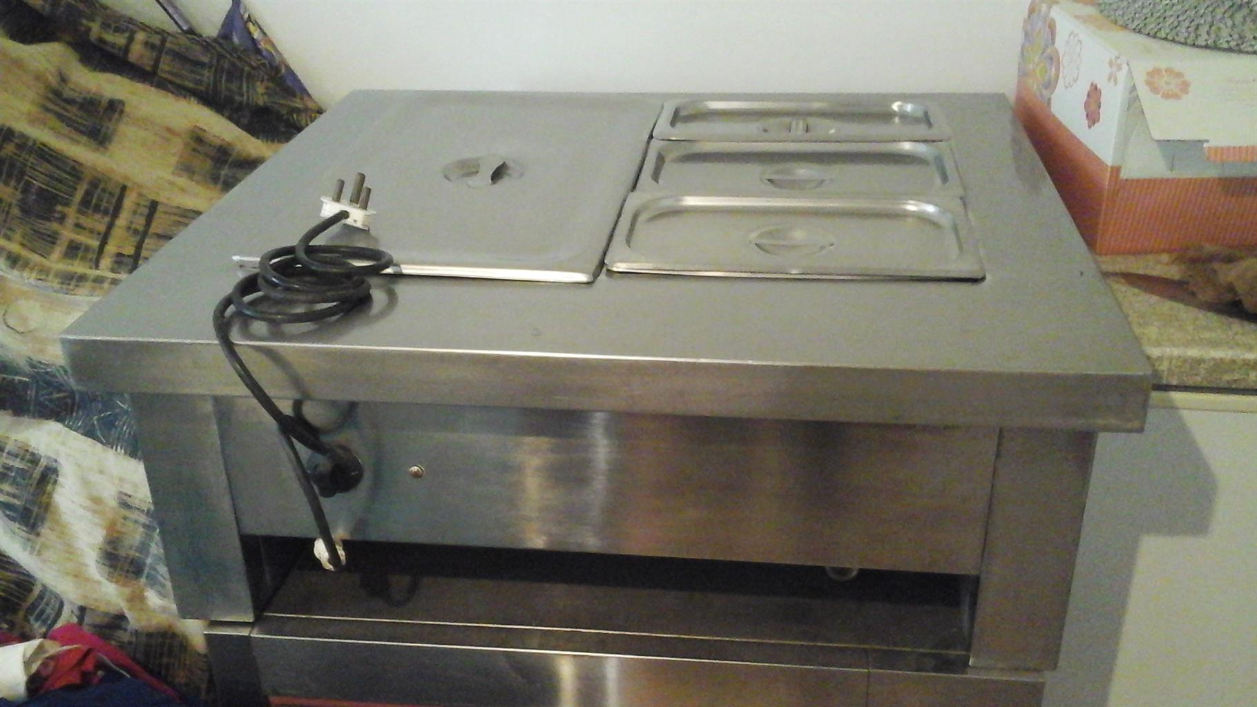 Electrict food warmer (Shafing dish) with 4 containers in one.