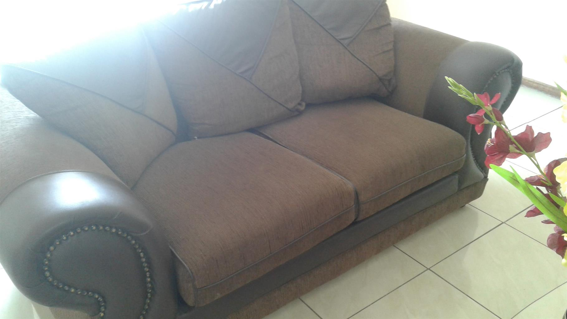 2 COUCHES,COFFEE TABLE SET & CARPET
