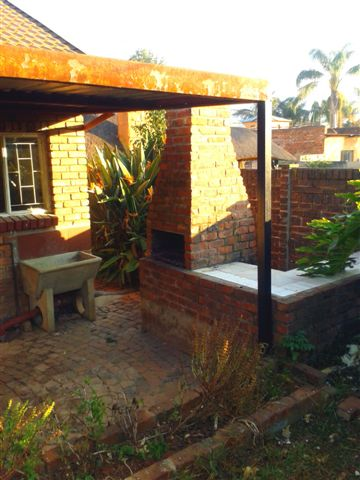 Nice Spacious 2 Bedroom Garden Flat in Daspoort