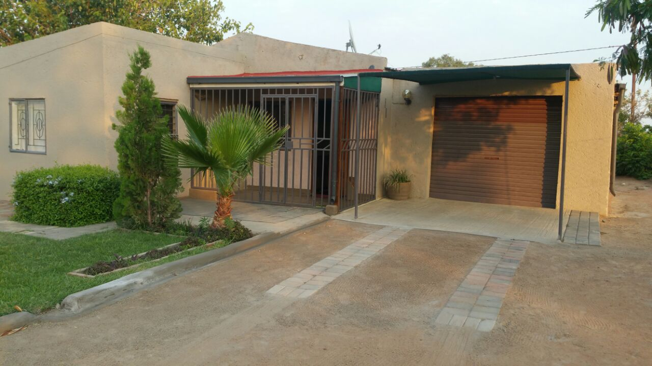 Lovely 3bedroom House For Sale Refentse, Stinkwater