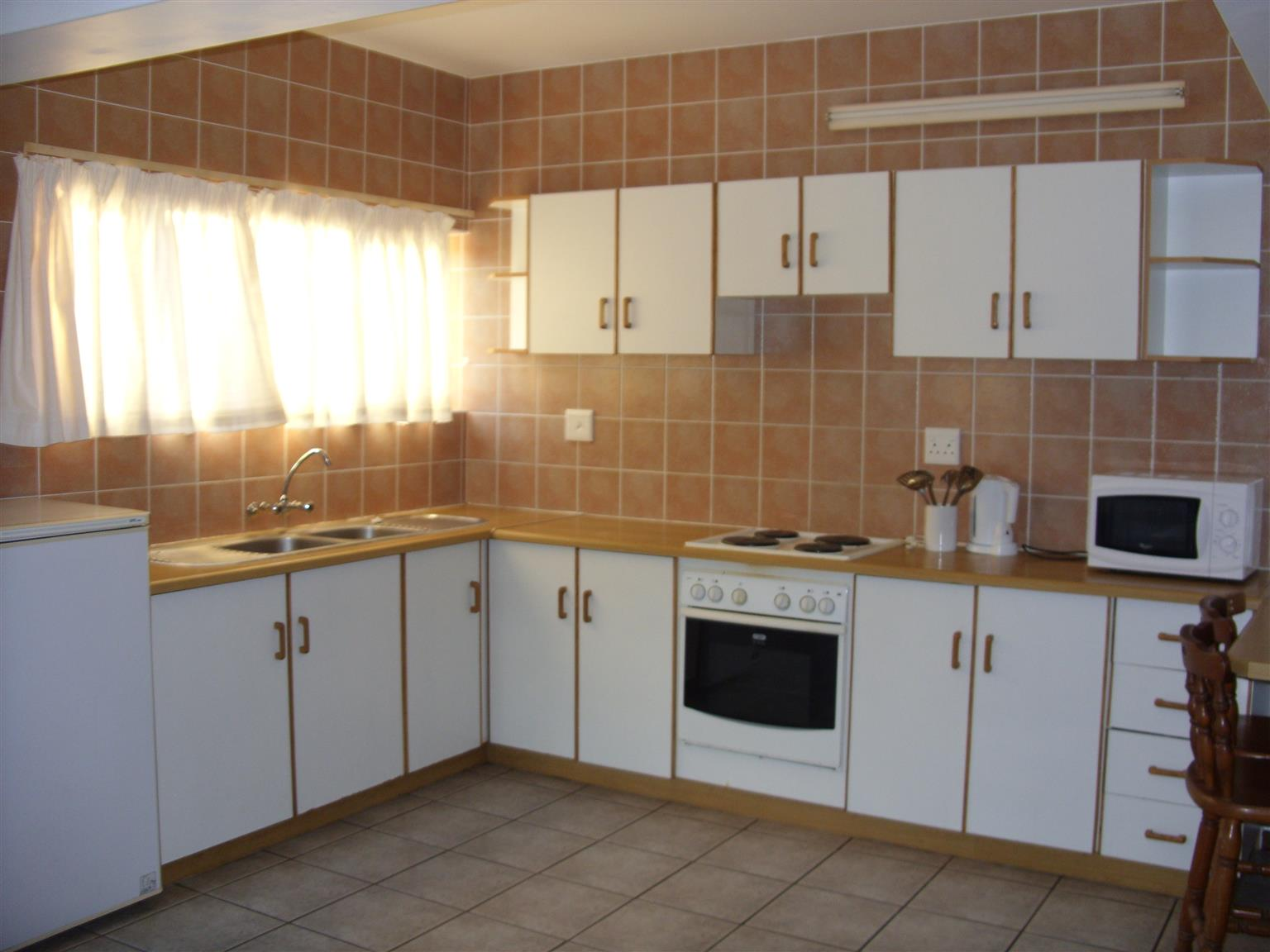 Ground floor 1 Bedroom Furnished Flat R4500 pm Shelly Beach available immediately - FURNISHED FLAT TO LET