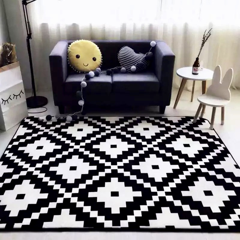 BLACK AND WHITE GEOMETRIC CARPET