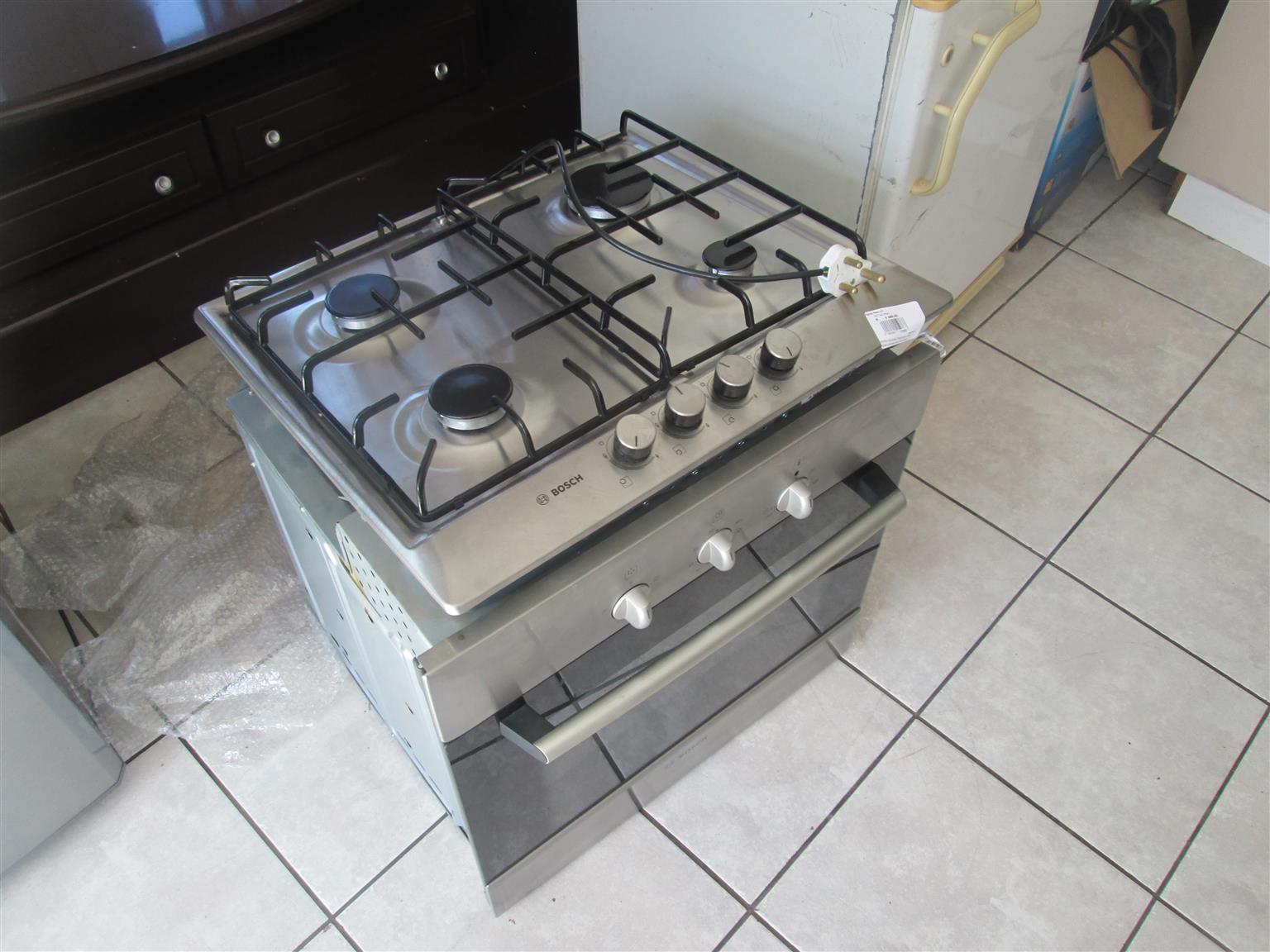 BOSCH ELECTRIC / GAS 4 PLATE STOVE AND OVEN IN GREAT CONDITION
