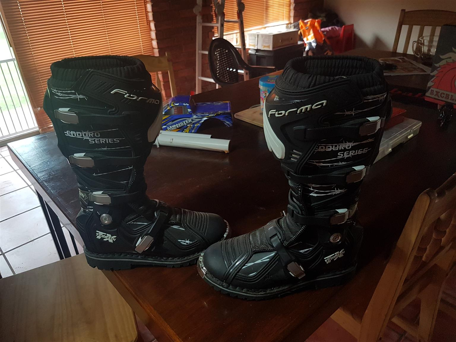 Forma endurance boots