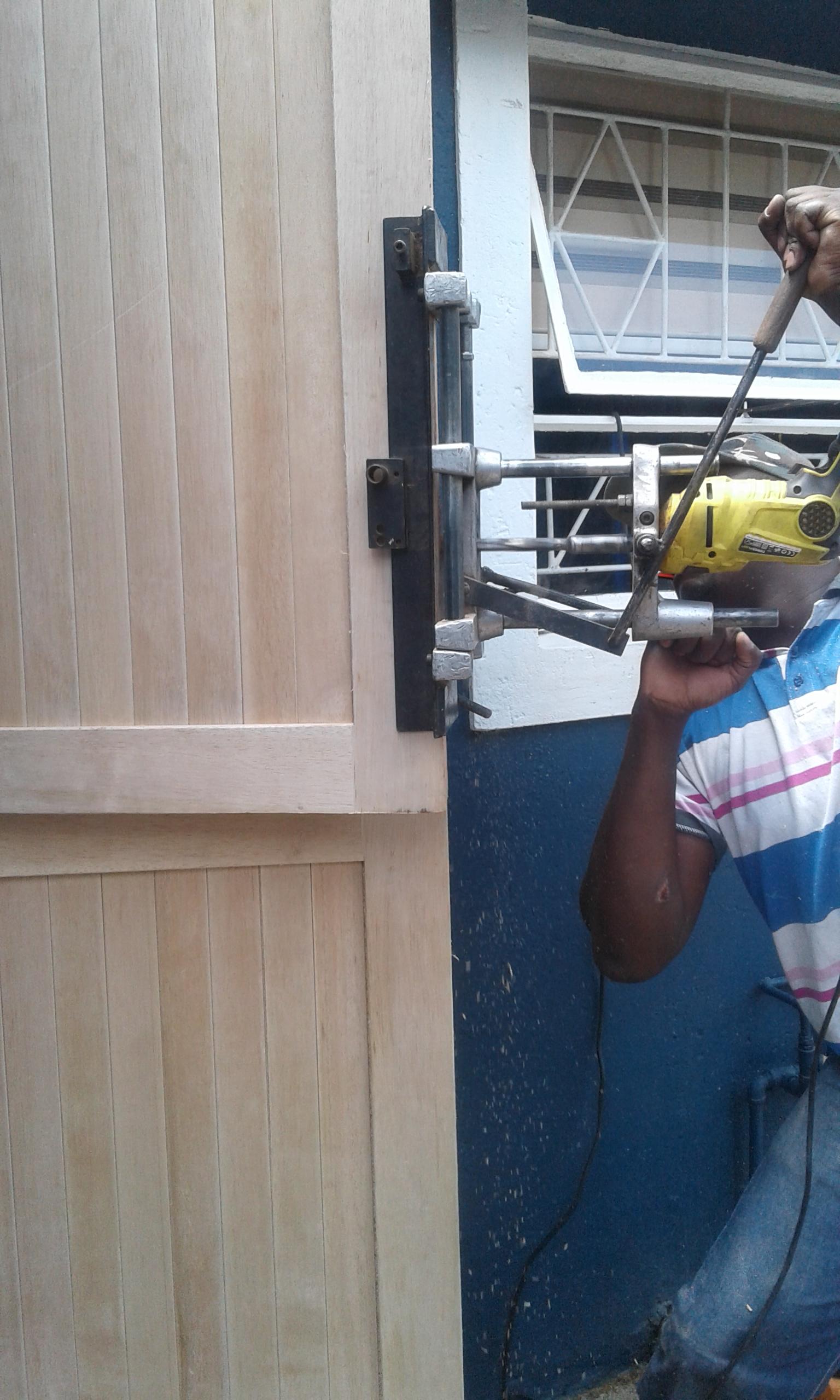 Wooden door installation North cliff 0760681130