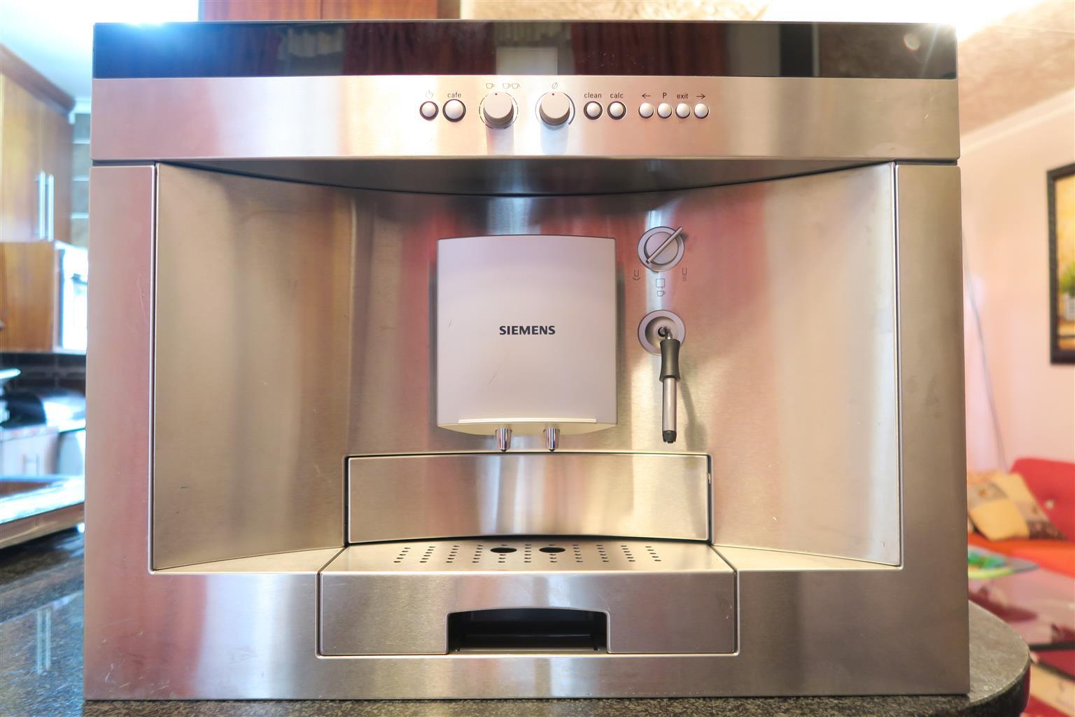 Siemens Fully Automatic Coffee Maker TK68E570