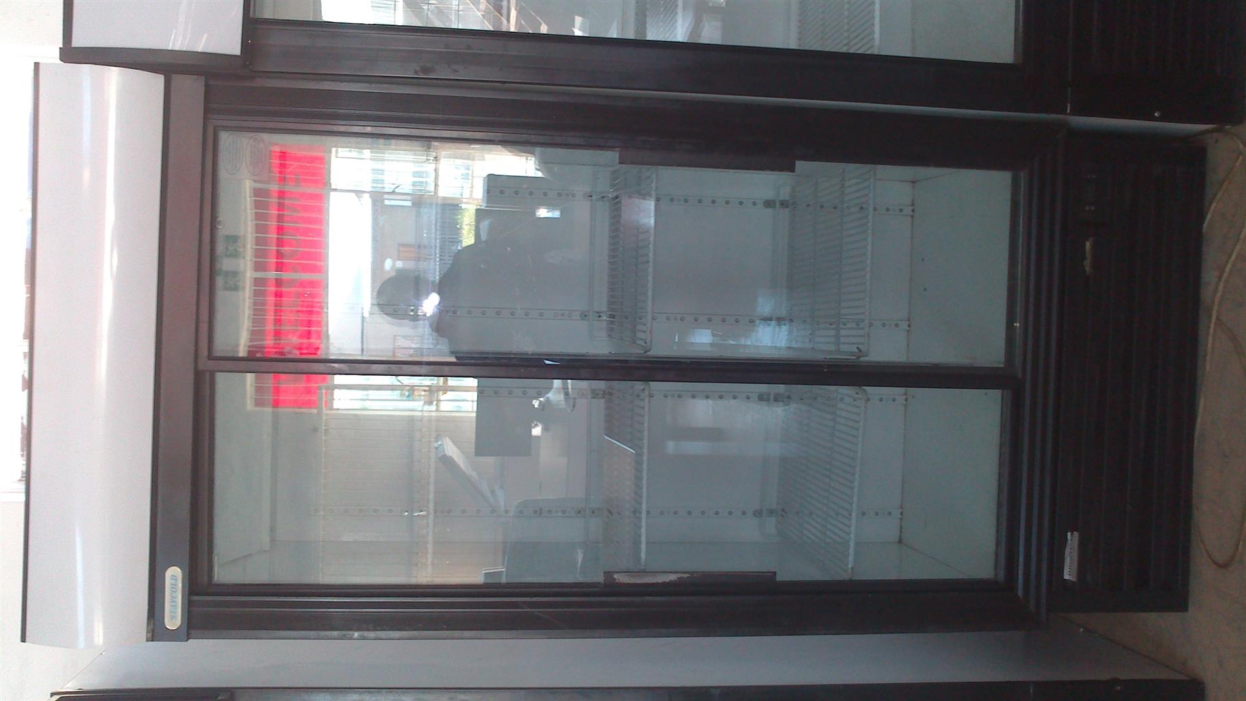 Display Fridge Staycold 890