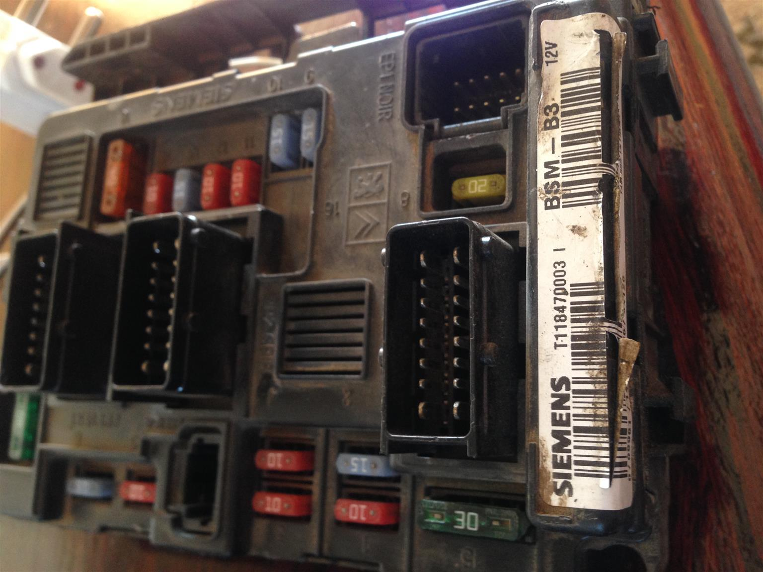 peugeot 206 fuse box - main