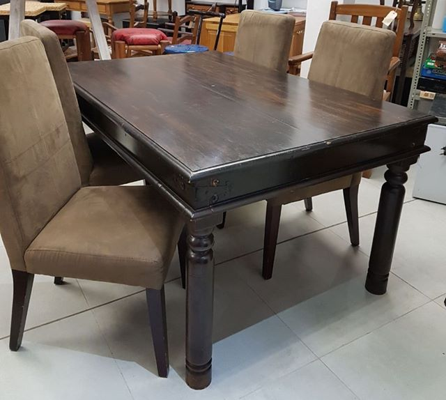 R 2 500 For Sale 4 Seater Dining Room Table And Chairs