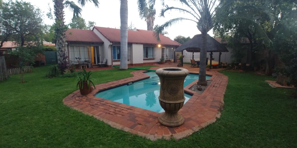 HOUSE IN DOORNPOORT - 3 BEDROOMS 2 BATHROOMS 2 GARAGES