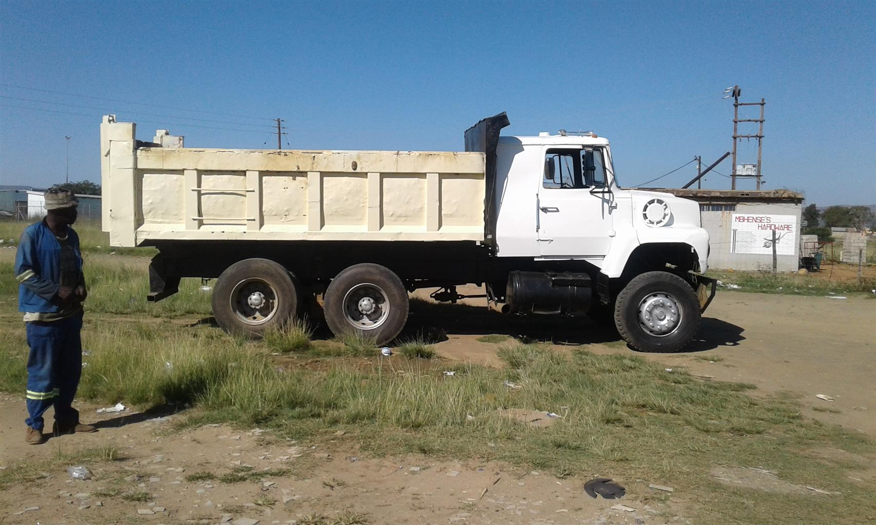 immaculte 12 cube tipper that used to be a horse for R170k or for a TLB
