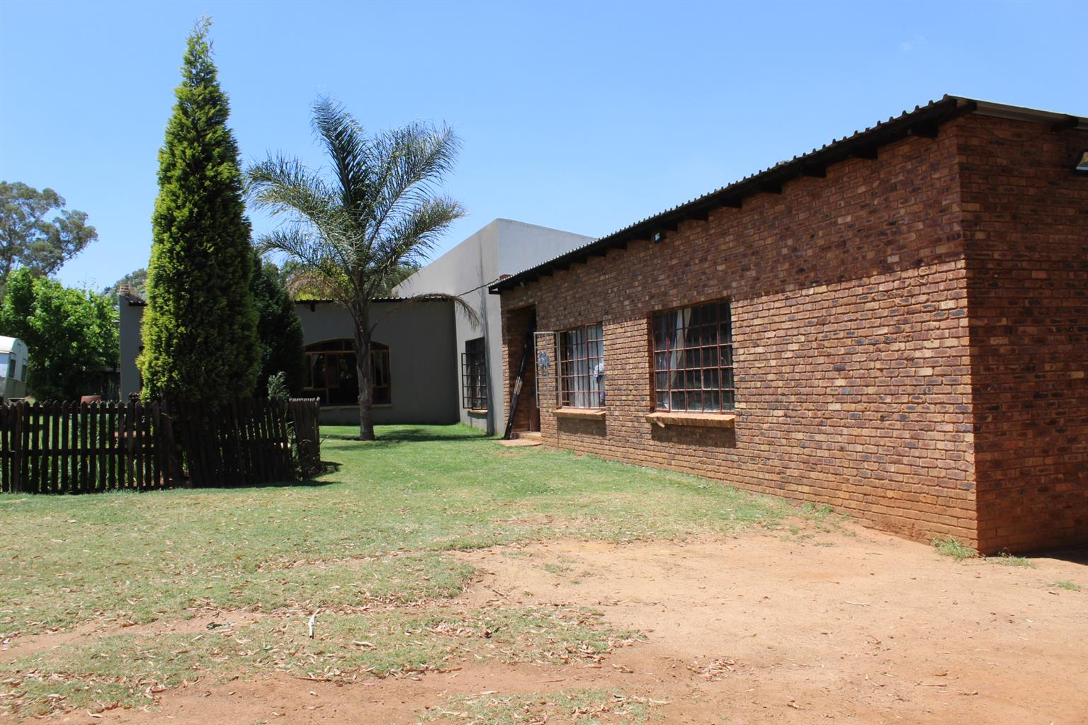 BAPSFONTEIN(NEST PARK)- 3Ha- 3 GOOD HOUSES-GOOD BOREHOLE-WORKSHOP 3 PHASE POWER-3 Mil NEG......