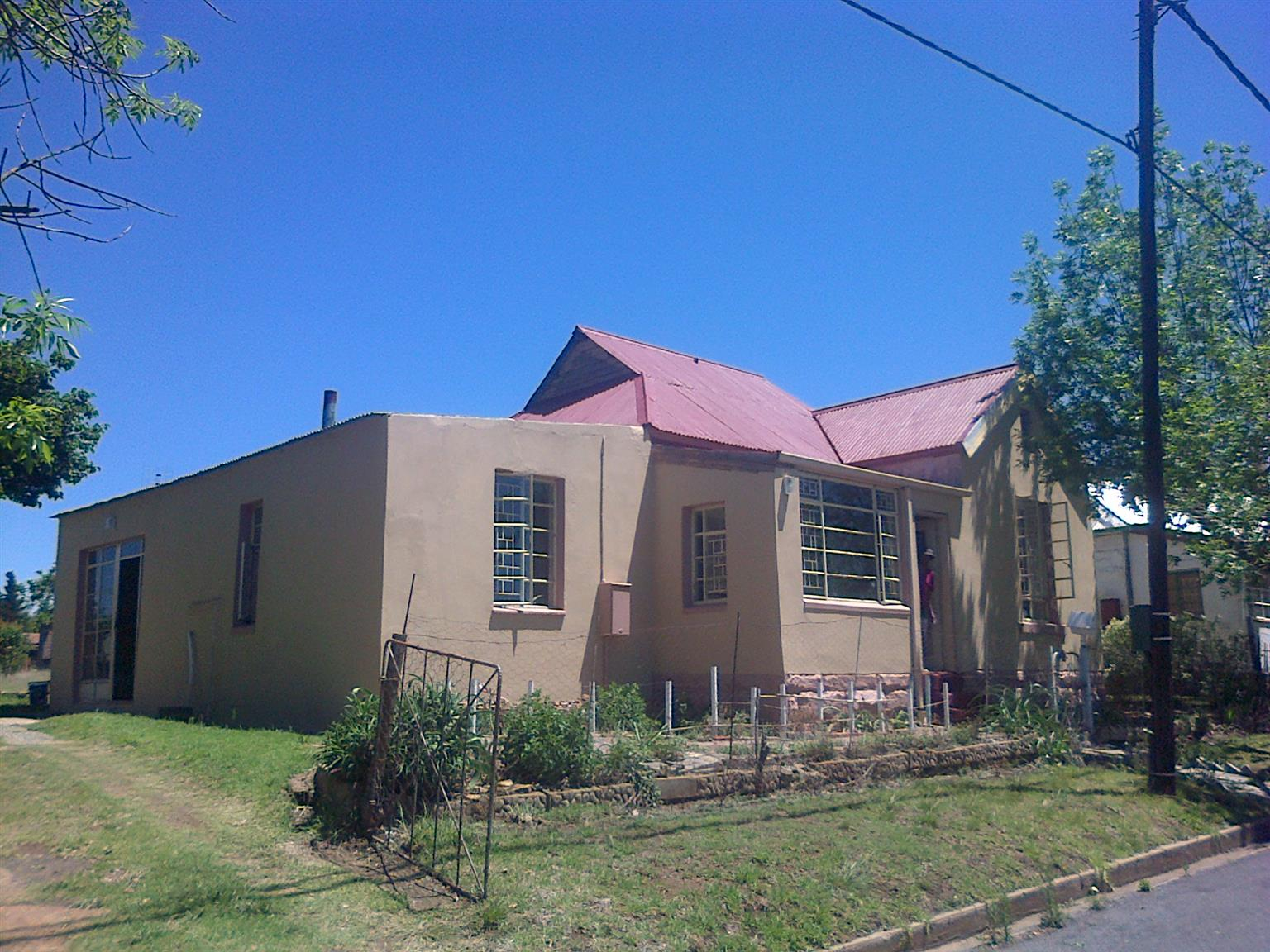 House plus 3 stands FOR SALE