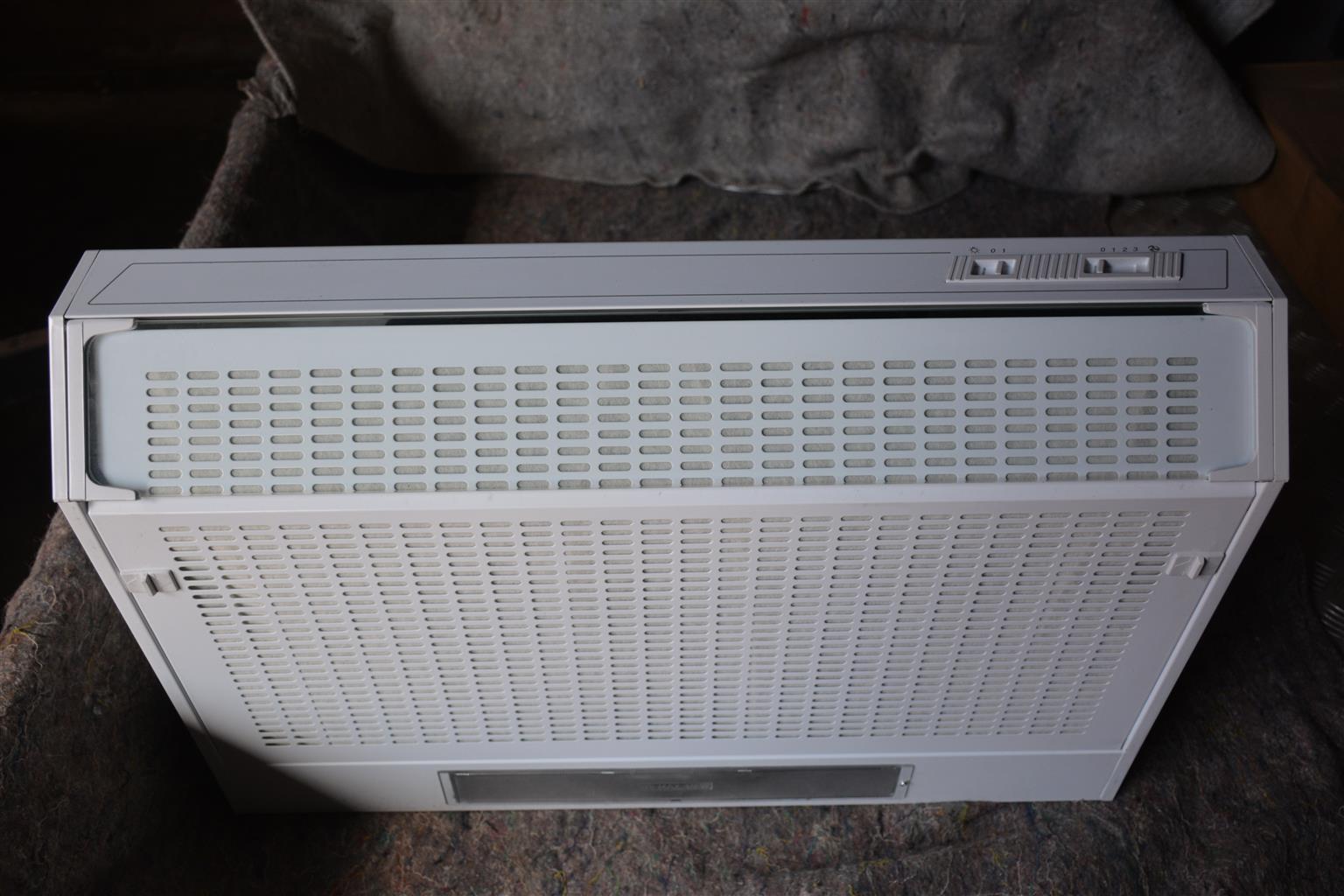 Cookerhood 750mm white ( Single Fan) NEW