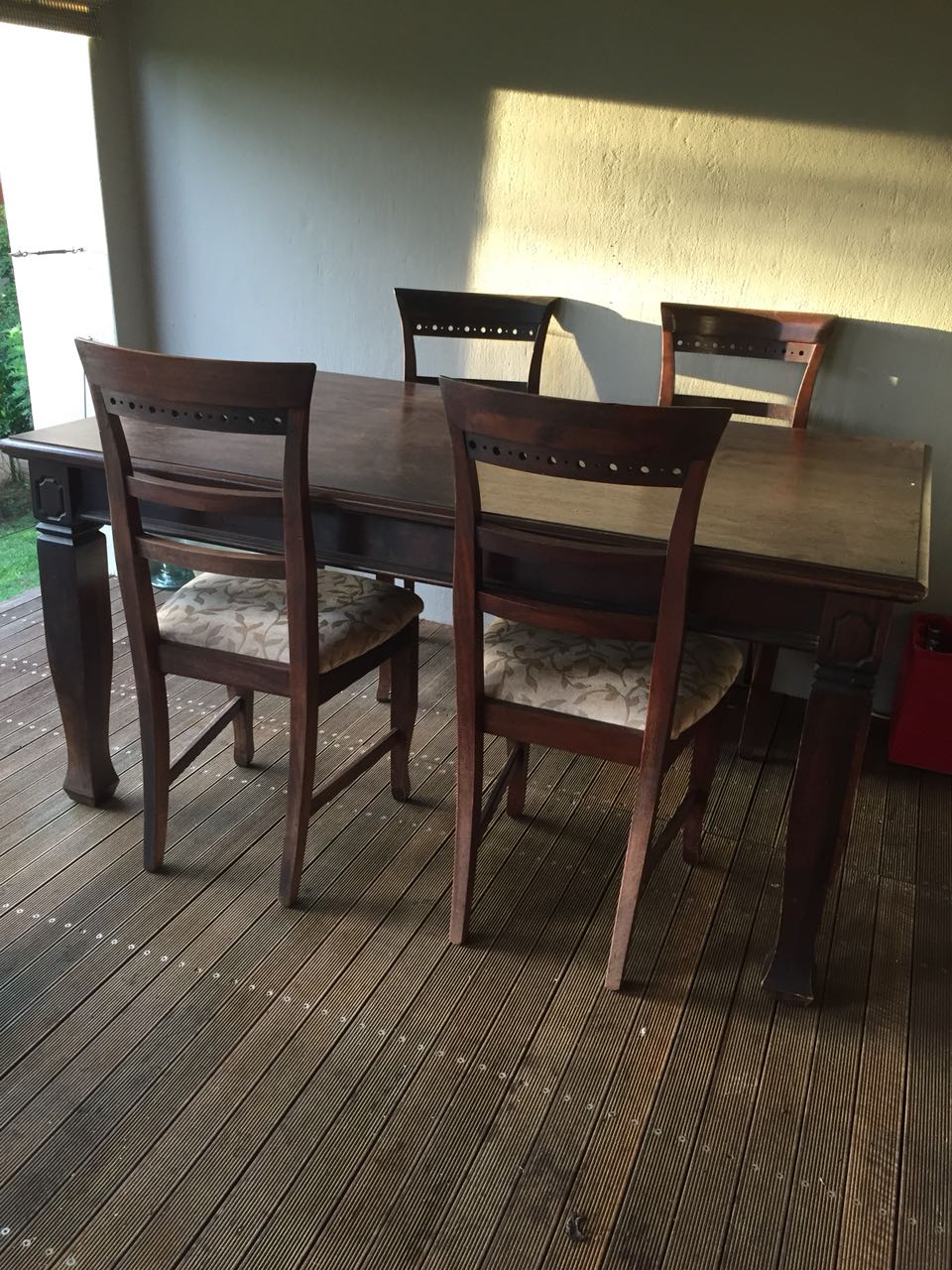 Wetherlys 6 Seater Dining Table and 4 x Dining Chairs