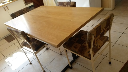 Kitchen Table & 6 Chairs - Must Go !