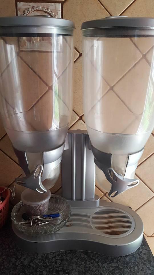 Dubbel juice dispenser