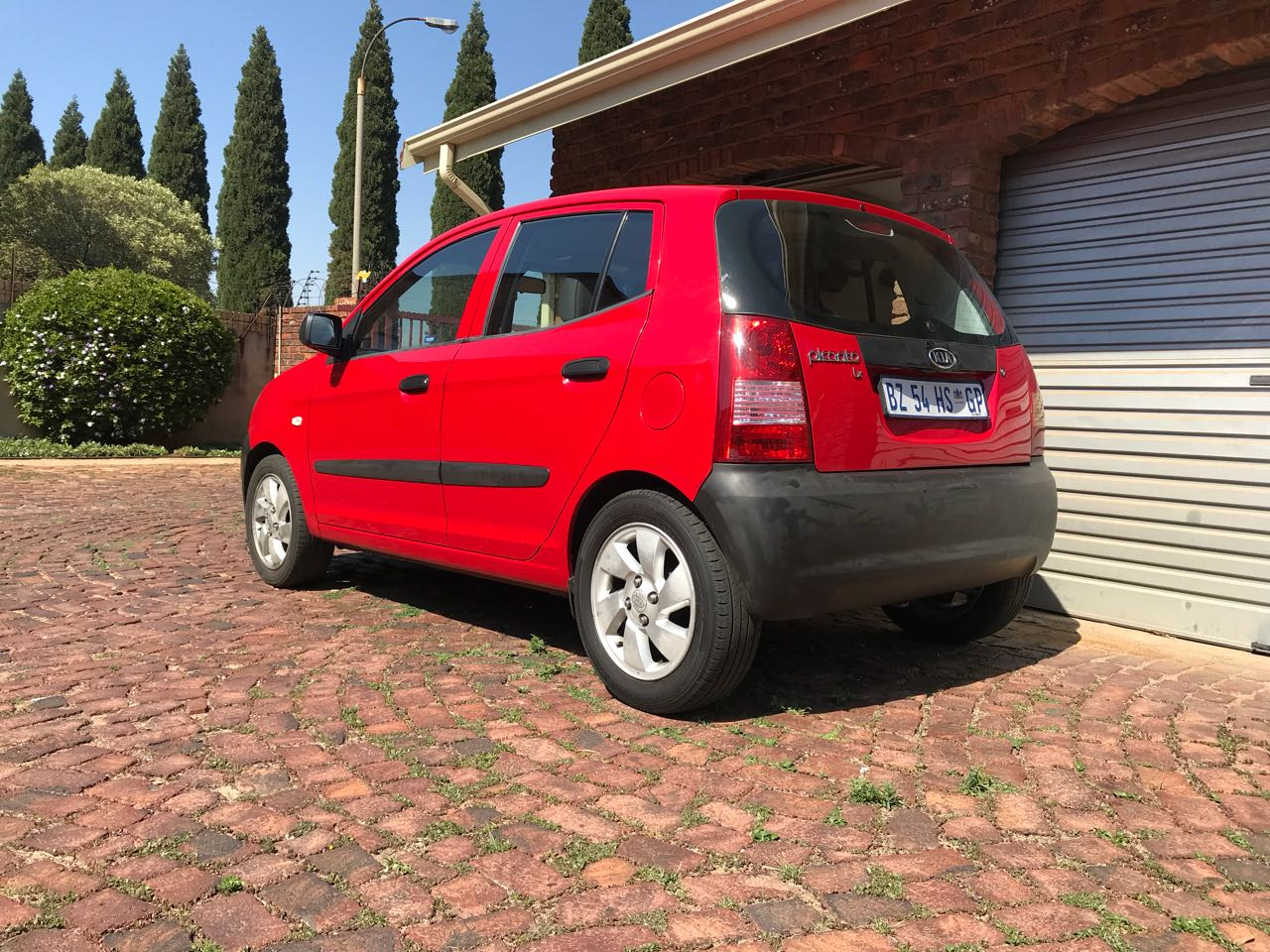 Beautiful Stunning Cherry Red 2005 Kia Picanto 1.1L LX Hatchback, Well Maintained & looked after car for Sale..