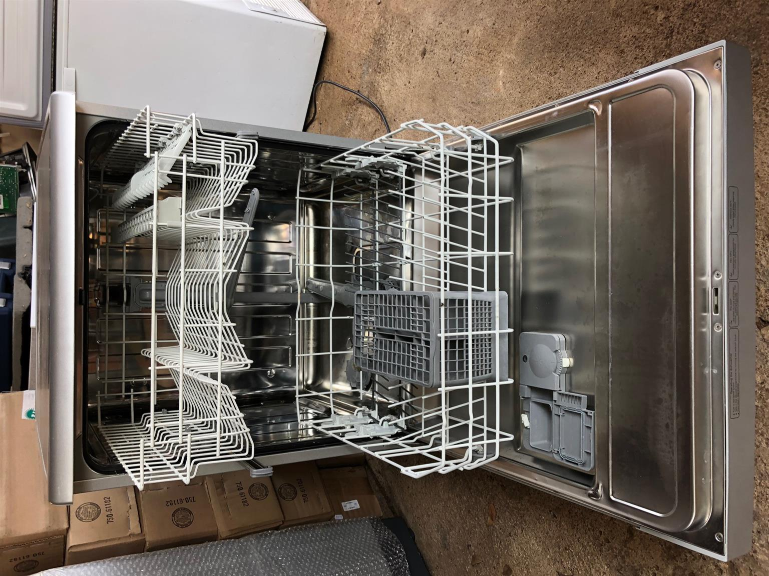 Defy Metallic Silver Dishwasher