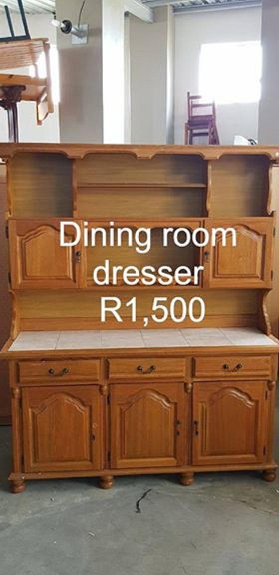 Diningroom dresser