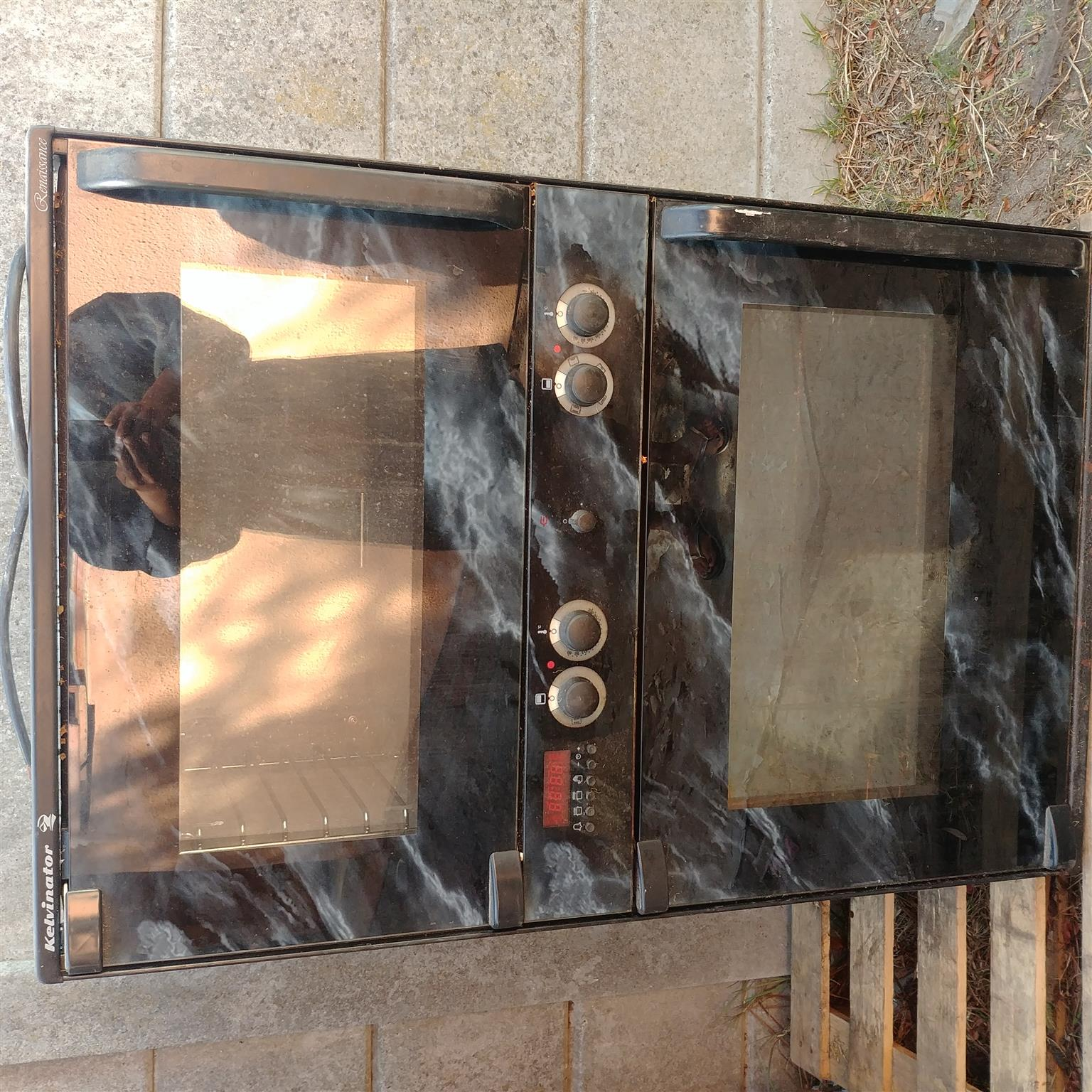 Eye level stove and 4 plate for sale R2 500