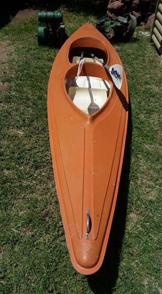 Oranje roeiboot te koop