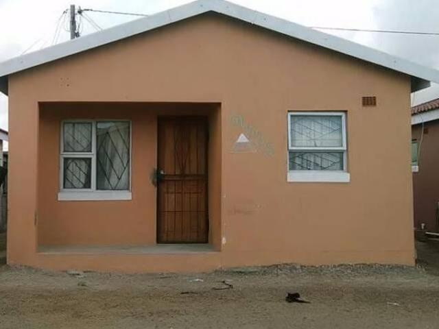 Zola 3 2bedroomed house to rent immediately available  bath, kitchen, lounge, wall, built ins